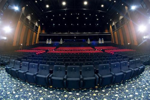 Dubai - Rajmahal Bollywood Theater - Dubai Parks